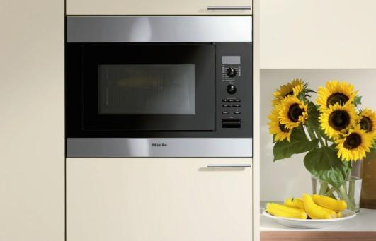 M 8261 2 Microwave Oven